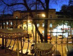 Балкон_с_видом_на_город